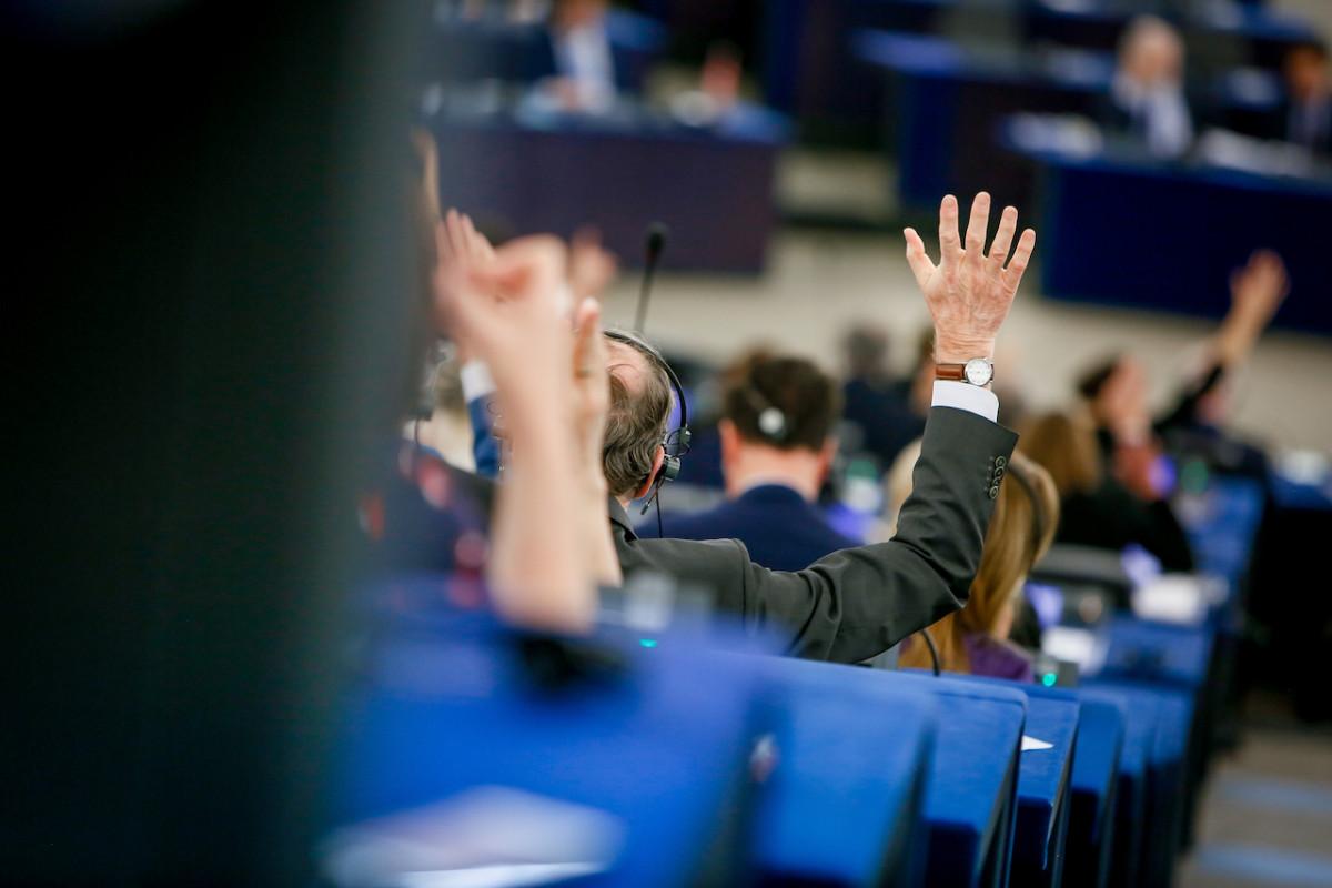 Závazek: Kteří poslanci se přihlásili?